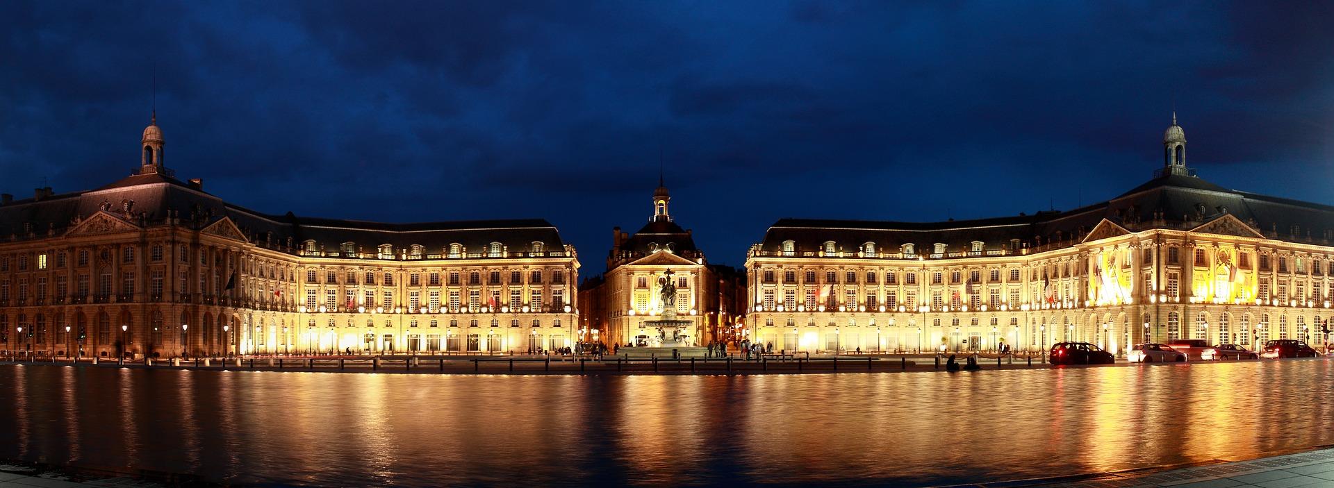 Miroir d'eau by night in Bordeaux